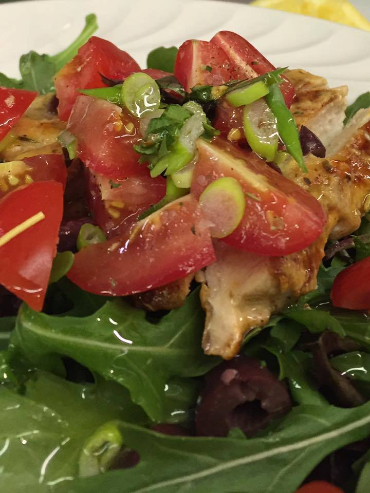 fresh-salad-wtomatoes